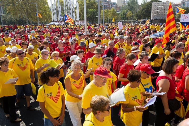 Folket som sjunger på, samlar fordrande självständighet för Catalonia arkivfoto