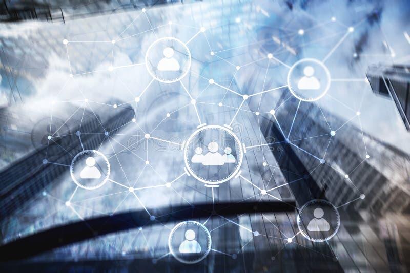 Folkförhållande och organisationsstruktur samla ihop kommunikationsbegreppskonversationer som har medelfolksamkväm Affärs- och ko royaltyfri bild