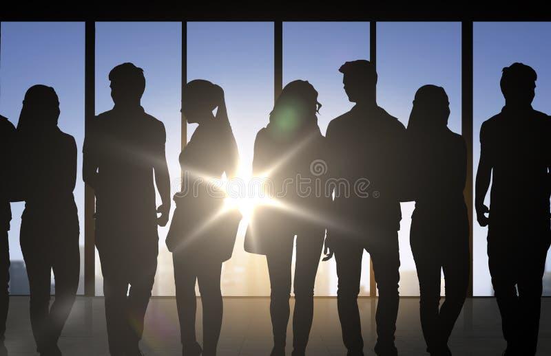 Folkkonturer över kontorsbakgrund vektor illustrationer