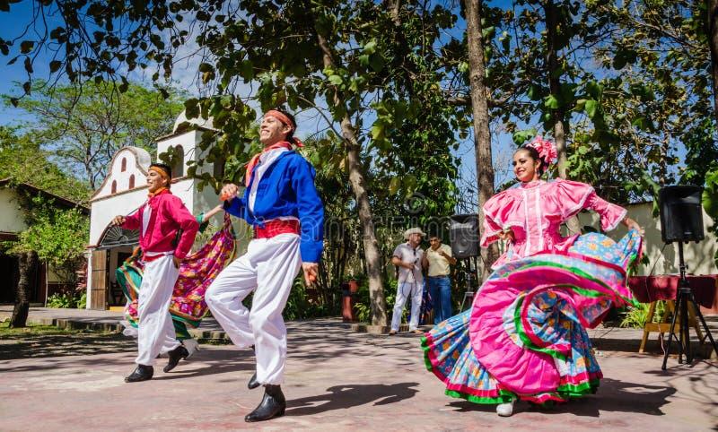 Folkloric танцоры - Puerto Vallarta, Мексика стоковое изображение rf