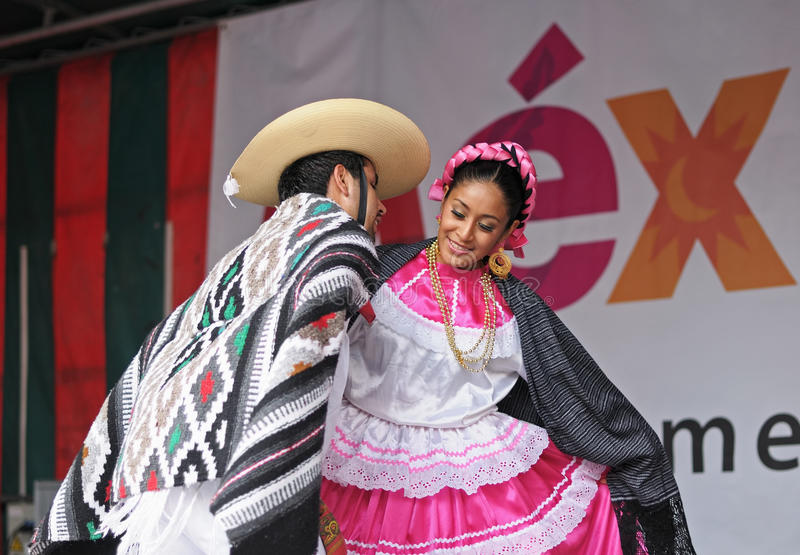 Download Folkloric Mexican Dance Editorial Stock Image - Image: 33063309