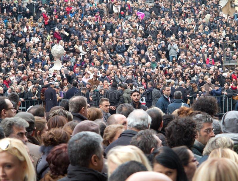 Folkmassa av folk royaltyfria bilder