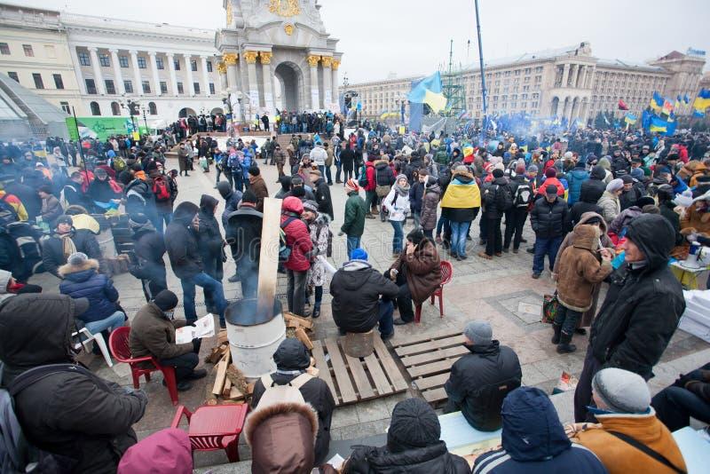Folkmassa av Maidan för ukrainare för folkoccupide den huvudsakliga squen arkivbilder