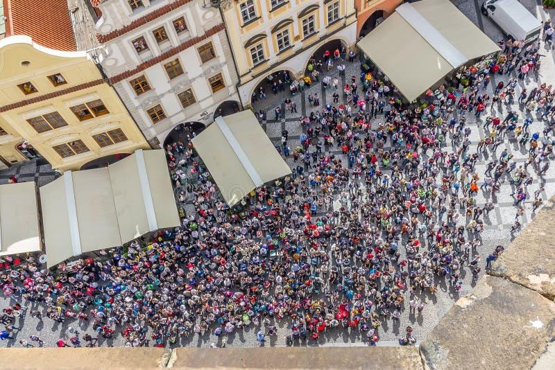 Folkmassa i Prague royaltyfri fotografi
