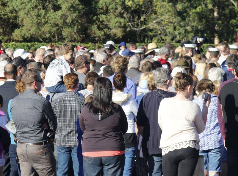 Folkmassa på Anzac Day Service i Brisbane arkivfoton