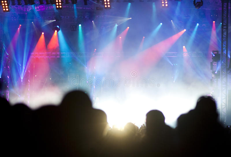 Folkmassa på konserten arkivfoton