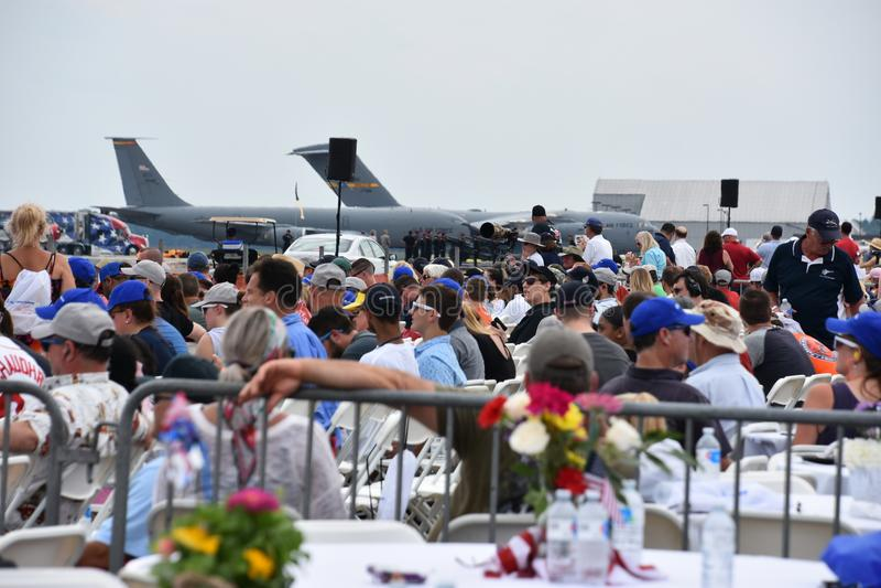 Folkmassa på 2018 stora New England Airshow i Chicopee, Massachusetts arkivbilder