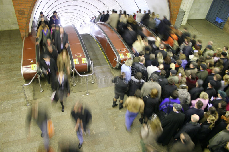 folkmassagångtunnel royaltyfri fotografi