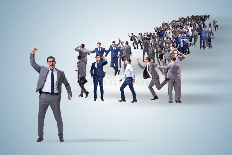 Folkmassan av affärsfolk i begrepp arkivfoton