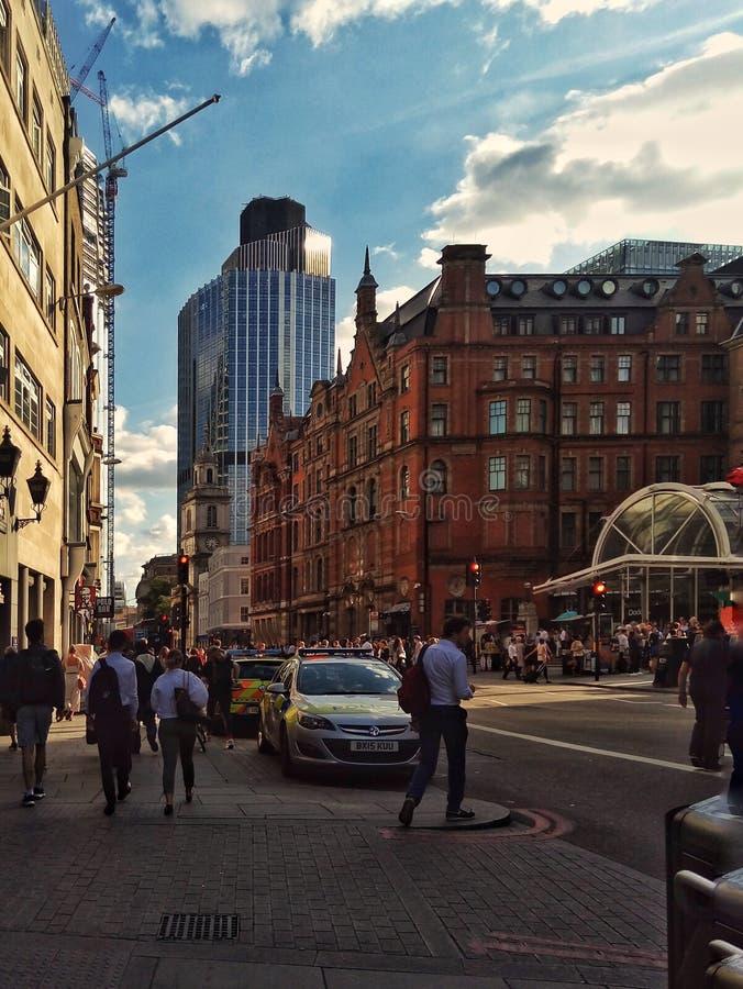 Folkmassan i den London Liverpool gatan royaltyfri foto
