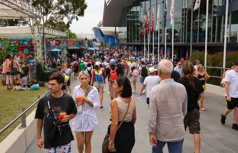 Folkmassor av folk på den australiska öppna Grand Slam royaltyfri foto