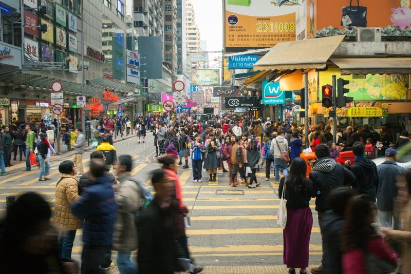 Folkmassor i Kowloon, Hong Kong royaltyfri bild