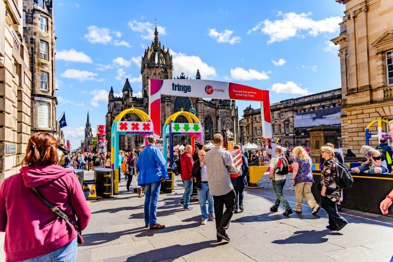 Folkmassor på edinburgh frans 2017 royaltyfria bilder