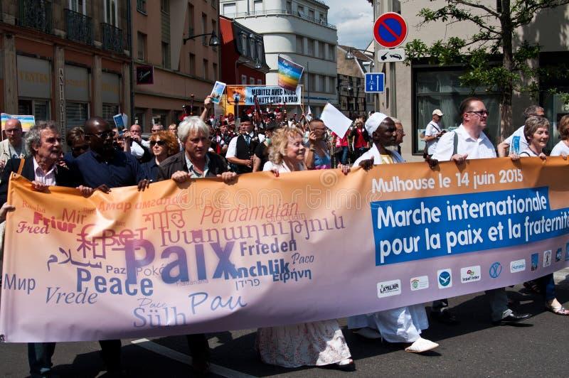 Folkprotest under demonstrationen för fred arkivfoton