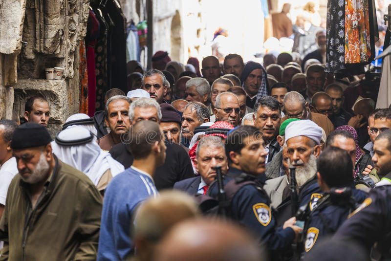 Folkretur från fredagsbön israel jerusalem royaltyfri fotografi