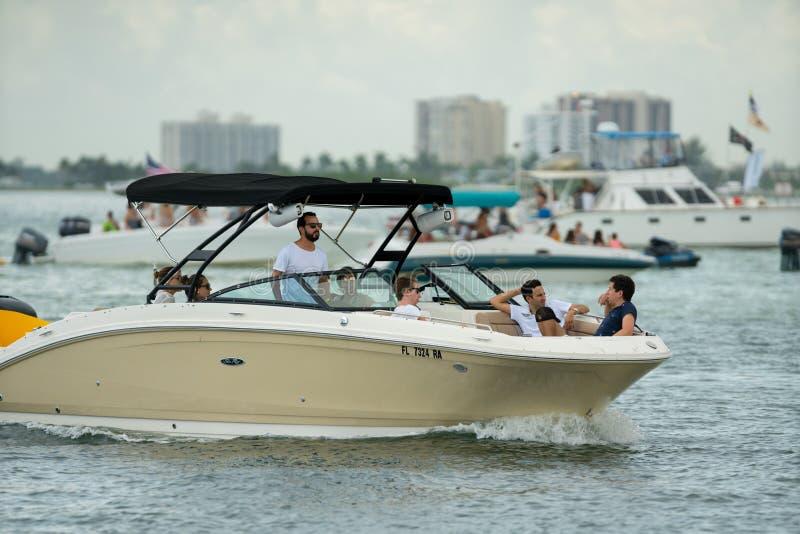 Folkrodd i Miami sommartidfoto fotografering för bildbyråer
