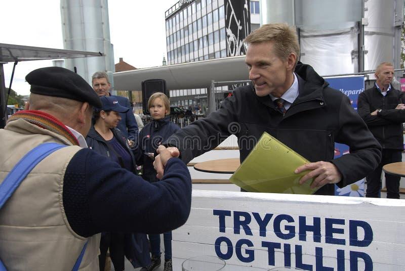 FOLKS FÖR DF _DANISH PARTI PÅ ECLTION COMPAIGN arkivbilder