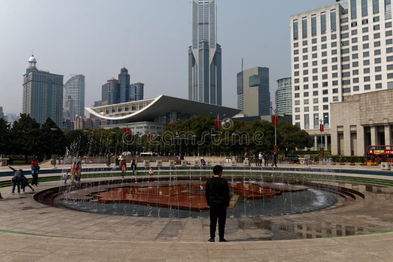 Folks fyrkant i Shanghai 1 royaltyfria bilder