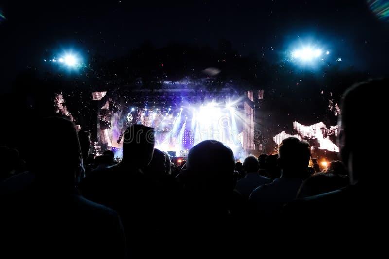 Folla ad un concerto rock immagini stock libere da diritti