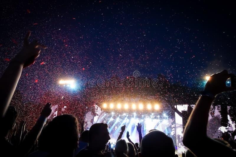 Folla ad un concerto rock immagine stock