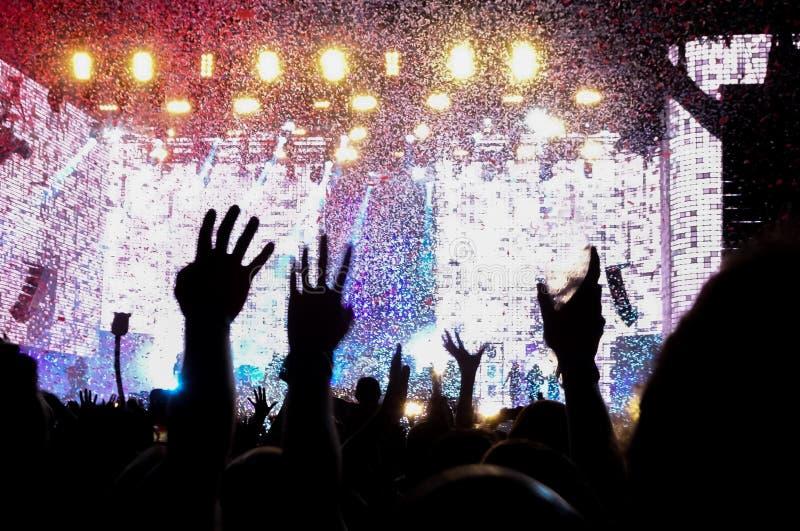 Folla ad un concerto rock fotografie stock libere da diritti