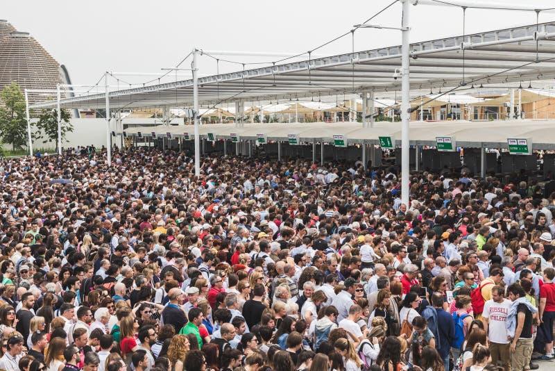 Folla all 39 expo 2015 a milano italia immagine stock for Esposizione universale expo milano 2015