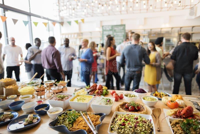 Folla Choice del brunch che pranza le opzioni dell'alimento che mangiano concetto immagine stock libera da diritti