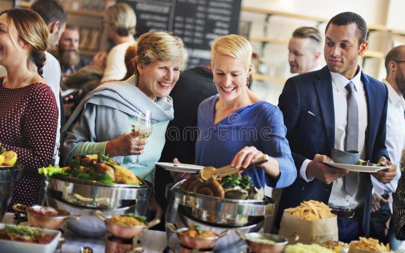 Folla Choice del brunch che pranza le opzioni dell'alimento che mangiano concetto immagini stock