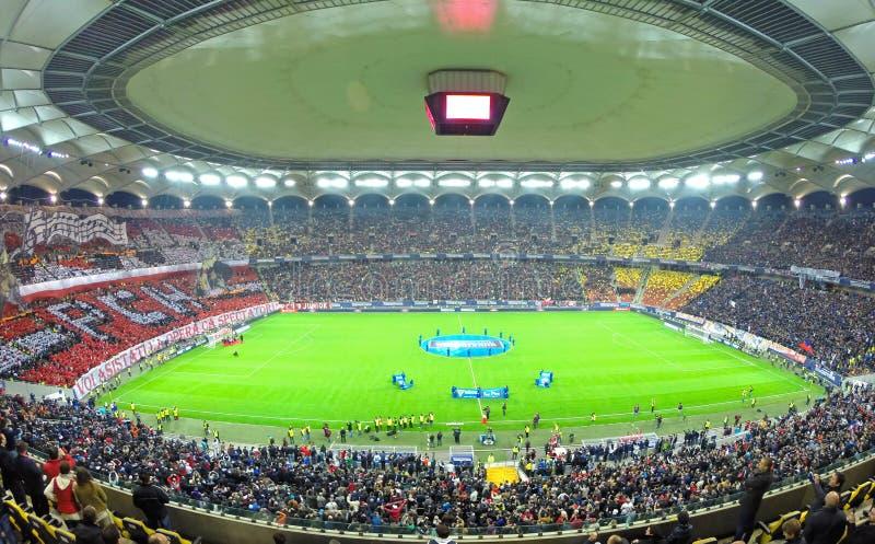 Folla dei fan di calcio in uno stadio fotografia stock