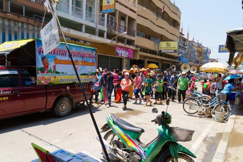 Folla della gente nel festival di Songkran immagini stock