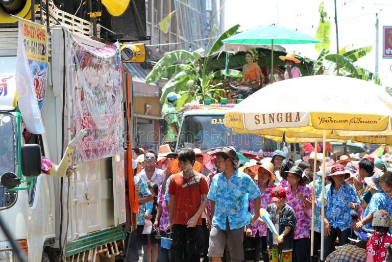 Folla della gente nel festival di Songkran fotografie stock libere da diritti