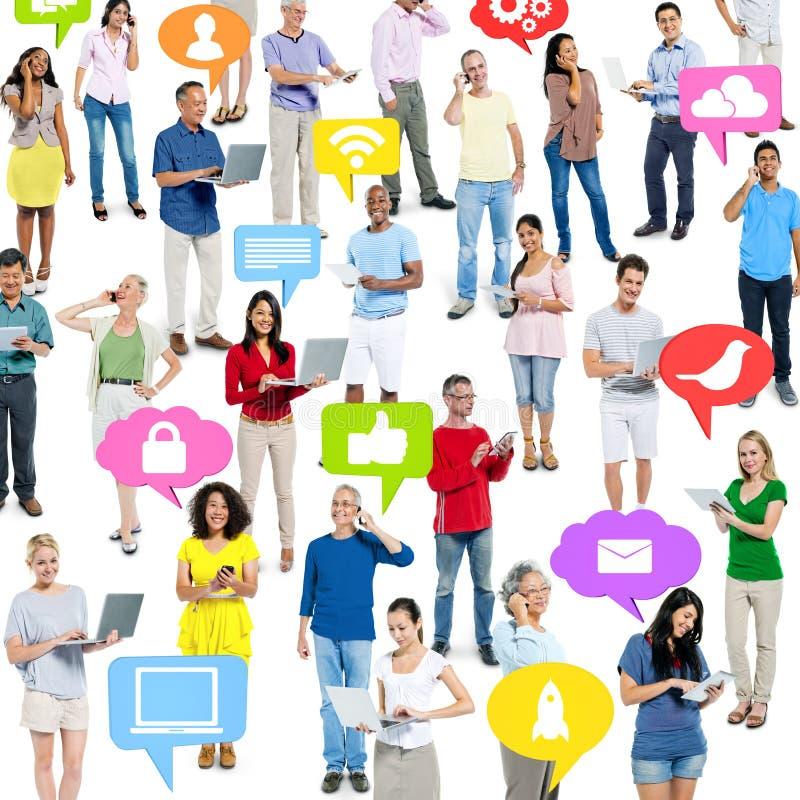 Folla della gente su tecnologia immagini stock