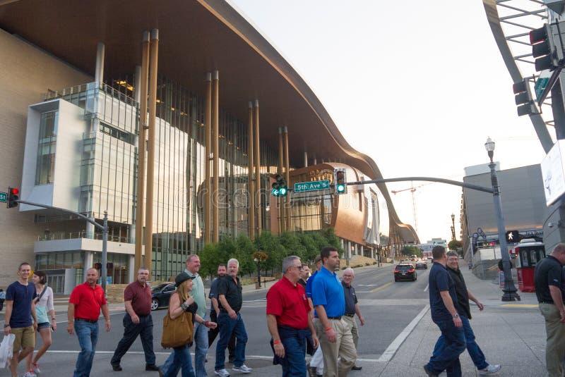 Folla a Nashville del centro immagini stock
