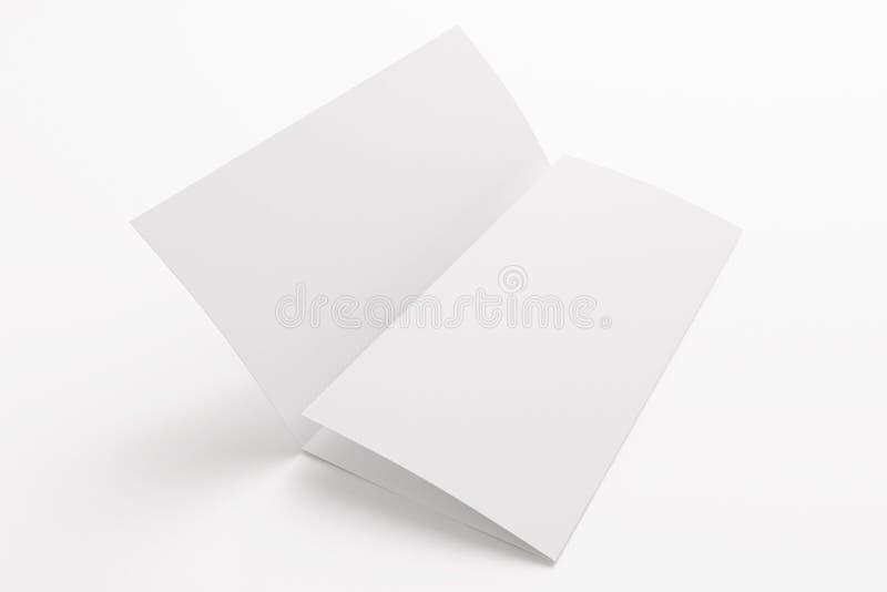 Folleto triple en blanco aislado en blanco fotografía de archivo