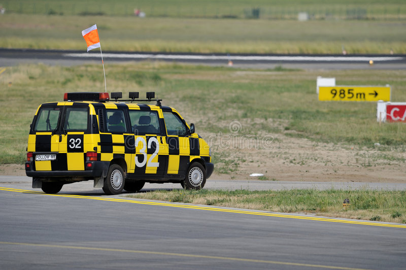 Follow-meflughafenauto lizenzfreies stockbild