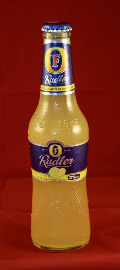 Fomenta la botella de Radler foto de archivo