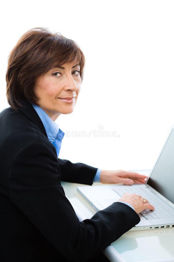 Download Fonctionnement D'aîné De Femme D'affaires Image stock - Image du fond, businesspeople: 8658825