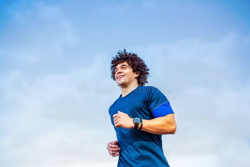 Fonctionnement d'homme de coureur d'athlète de forme physique image libre de droits
