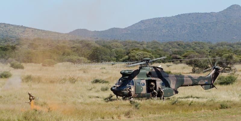 Fonctionnement d'un hélicoptère images libres de droits