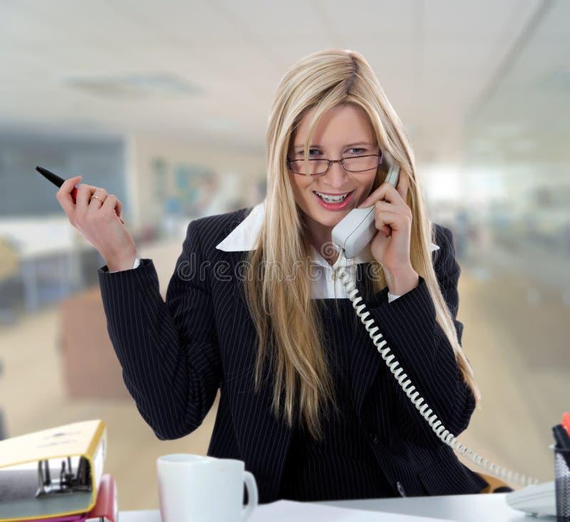 fonctionnement de femme d'affaires images stock