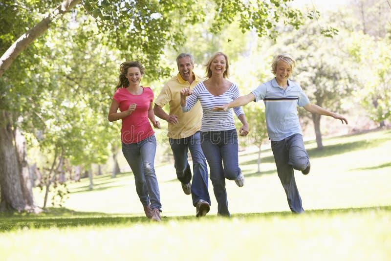 fonctionnement de stationnement de famille photos libres de droits