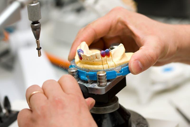 Fonctionnement de technicien dentaire photos libres de droits