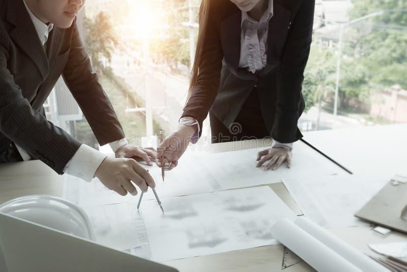 Fonctionnement et diviseurs de Team Architect en main image stock