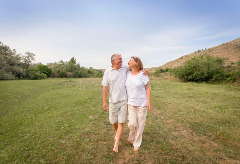 Fonctionnement heureux de couples photographie stock libre de droits