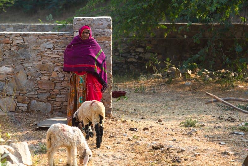 Fonctionnement indien de femme photographie stock