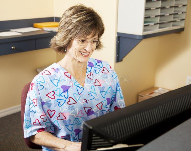 Fonctionnement médical de réceptionniste image stock