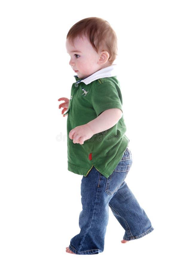Fonctionnement mignon de petit garçon. image stock
