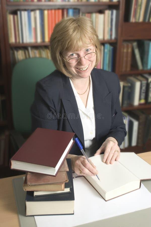 Fonctionner dans la bibliothèque photos stock
