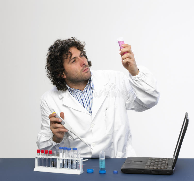 Fonctionner dans le laboratoire photos libres de droits