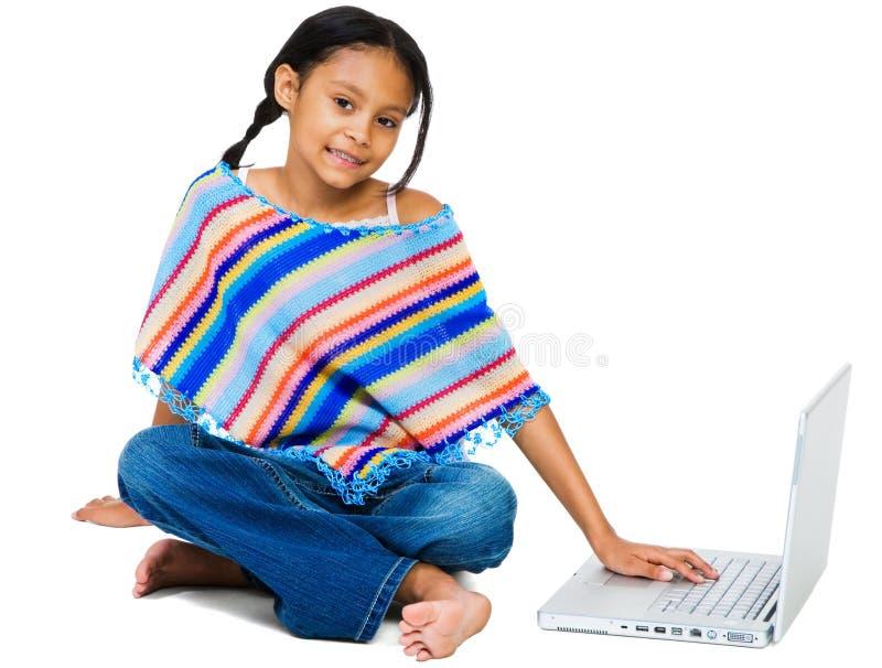 fonctionner de sourire d'ordinateur portatif de fille images stock